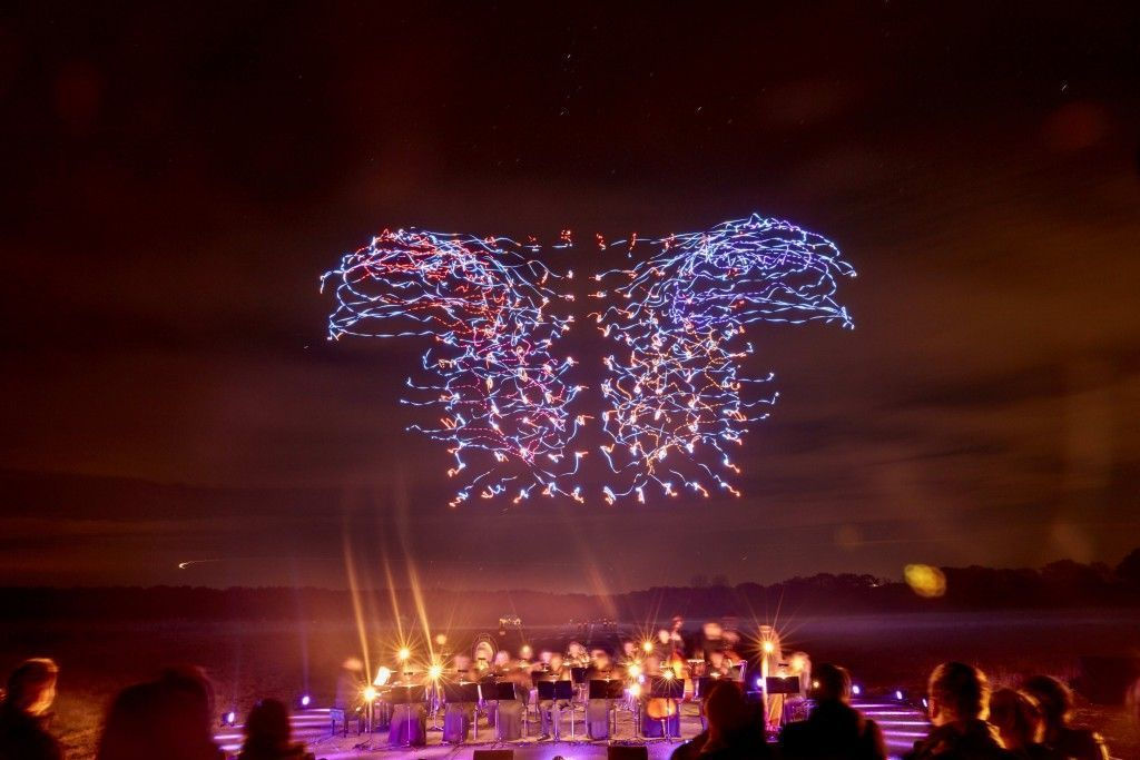 Intel Drone 100 light show - orchestra